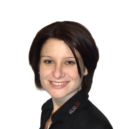 Elena Schneider